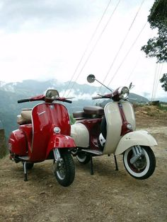 Awe these two. Vespa Ape, Piaggio Vespa, Lambretta Scooter, Scooter Motorcycle, Vespa Scooters, Vespa Special, Motos Vespa, Classic Vespa, Honda Ruckus