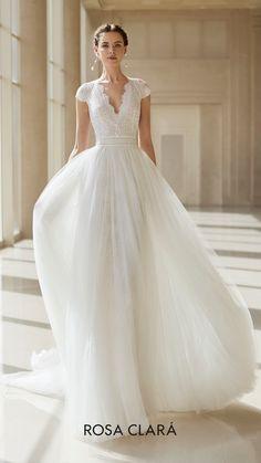 chaming wedding dresses in new fashion ,wihte wedding dresses for women from Sweet Lady Wedding Suits, Wedding Gowns, Queen Wedding Dress, Princess Wedding, Sophisticated Dress, Dream Dress, Bridal Dresses, Designer Dresses, Marie
