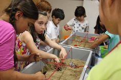 CAMPAMENTO DE VERANO: UN MUSEO LLENO DE VIAJES. Junio 2014. Jueves 26. Descubrimos la arqueología
