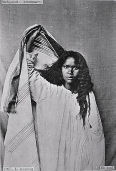 In mourning, in Madagascar :: International Mission Photography Archive, ca.1860-ca.1960