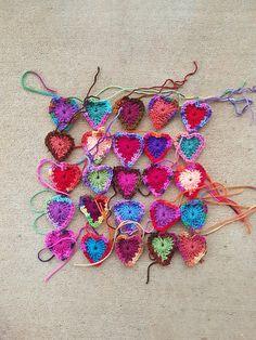Twenty- five boho hearts to-be in medias res