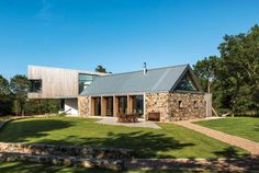 A pairing of a dramatic cantilevered extension and renovated stone barn conversion brings a vibrant feel to Paul and Elaine Haffey's new home Contemporary Barn, Modern Barn, Modern Farmhouse, Country Farmhouse, Farmhouse Decor, Stone Barns, Stone Houses, Barn House Conversion, Barn Conversions