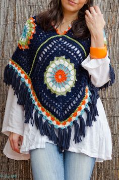 Love this poncho. Beautiful ponchos on this blog
