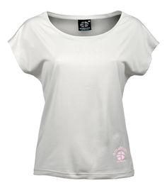 KAILASH - Snow White T-Shirt Large 100% recyclé (9 bouteilles)  Plongez-vous dans vos activités avec confort et sérénité. Le port du oversize Kailash, au large col, devient une expérience incroyable grâce à son tissu incroyablement doux sur la peau, c'est une réel plaisir que de le porter! Son beau design dans le dos le rend unique. Sans parler de son attribut eco friendly, c'est un must have !  à voir sur : http://www.amaboomi.com/fr/tee-shirts-recycles-femme/56-kailash-blanc.html