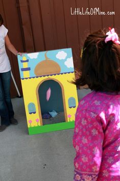 Masjid (mosque) bean bag toss game - Ramadan summer game by This Little Life of Mine Eid Crafts, Ramadan Crafts, Ramadan Decorations, Ramadan Activities, Activities For Kids, Eid Cupcakes, Eid Party, Islam For Kids, Eid Al Fitr