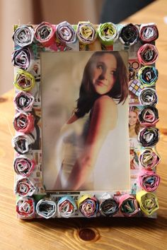 How to make a recycled photo frame. Paper/Magazine Photoframe - Step 6