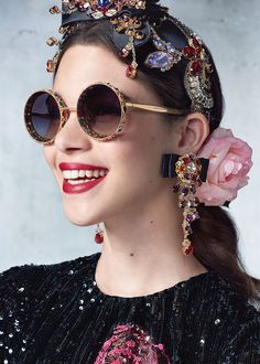 Dolce & gabbana spring/summer 2017 ready to wear - spring trends in 201 Dolce & Gabbana, Fashion Accessories, Fashion Jewelry, Hair Accessories, Fashion Clothes, Filles Alternatives, Lunette Style, Jessica Parker, Spring Trends