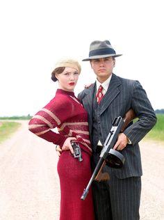 Bonnie et ClydeOnt-ils existé ? Oui. Le couple formé par Bonnie Parker et Clyde Barrow a vécu au début du XXe siècle aux États-Unis. Ils braquaient des banques et n'hésitaient pas à tuer pour parvenir à leurs fins.