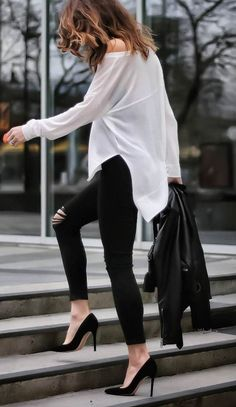 perfect outfit idea blouse + skinnies + heels
