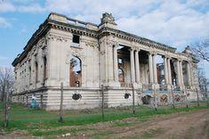 CONACE BOIERESTI - Google Search Trianon Palace, Romania, Nostalgia, Louvre, Building, Travel, Google Search, Viajes, Buildings