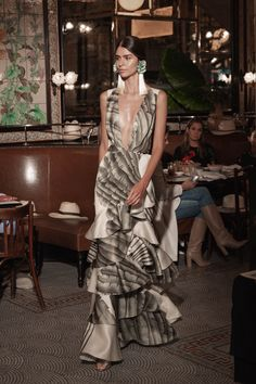 Kollektion Johanna Ortiz Resort 2019 - New York - Fashion Couture Mode, Couture Fashion, Runway Fashion, Trendy Fashion, Boho Fashion, High Fashion, Fashion Outfits, Fashion Design, Fashion Trends