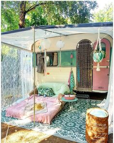 21 BOHEMIAN GARDEN IDEAS Christa Habicht christahabicht Wohnmobil Camper When you are decorating your home, then you might come across many different themes and styles. One of the most famous themes among the lot is Bohemian. It is a theme that looks Caravan Vintage, Vintage Caravans, Vintage Trailers, Vintage Rv, Gypsy Caravan, Retro Travel Trailers, Vintage Caravan Interiors, Caravan Home, Vintage Airstream