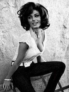 Iccos — curvyswervydames:   Sophia Loren (14) ::