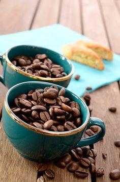 Espressotasse mit Espressobohnen
