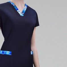 Clinic Logo, Scrubs Outfit, Pharmacy Design, Medical Scrubs, Nursing Clothes, Dress Patterns, Mens Fashion, Navel, Blouse