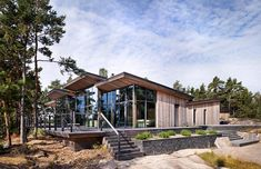 Blending with the surrounding environment, Villa Korsholmen in Finland by Joarc Architects shows great respect towards the Finnish archipelago and nature. The atrium shaped house creates an inviting large terrace area equipped with a swimming pool. The high glass walls and windows multiply and reflect the natural light both outside and indoors. The earthy palette and the use of natural elements adapt the villa perfectly to its surroundings. It becomes something very luxurious yet relaxed and…