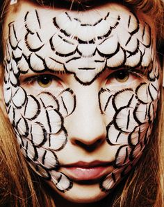 feather makeup from Alexander McQueen Spring/Summer 2008 Alexander Mcqueen, Mime Face Paint, Ashley Smith, Fantasy Paintings, Fantasy Art, Creative Makeup, War Paint, Timeless Fashion, Pretty Hairstyles
