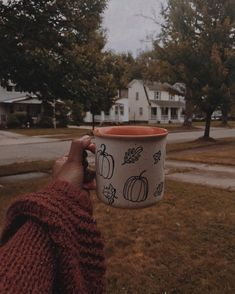 Fall Pictures, Fall Photos, Autumn Cozy, Fall Winter, Herbst Bucket List, Hygge, Autumn Aesthetic, Fall Wallpaper, Best Seasons
