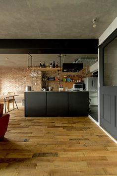 NYブルックリンスタイルリノベーション: 東京・横浜 ハコプラスリノベーションが手掛けたダイニングです。 Kitchen Interior, Kitchen Design, Industrial Chic Decor, Brooklyn Style, Kitchen Dinning Room, American Interior, Cafe Style, Interior Decorating, Interior Design