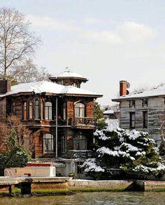 Çengelköy Fenerli Yalı (Muazzez Hanım Yalısı) ISTANBUL TURKİYE Places Around The World, Travel Around The World, Places To Travel, Places To Visit, Summer Palace, Turkey Travel, Dream City, City Landscape, Waterfront Homes