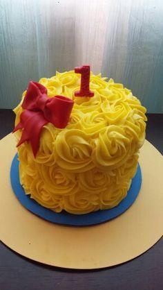 Snow white smash cake @simplysweet_byjess