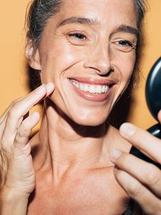 How to take care of your maturing skin without needles. - Care - Skin care , beauty ideas and skin care tips Personal Beauty Routine, Beauty Routines, Skin Care Routine 30s, Skin Care Regimen, Top Skin Care Products, Skin Care Tips, Skin Md, Skin Care Center, Oily Skin