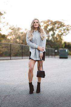 Casey Holmes, Fashion Beauty, Women's Fashion, Fall 2018, Casual Looks, Lady In Red, Youtubers, Hair Ideas, Fall Outfits