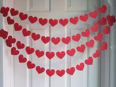 O dia dos Namorados já passou mas achei uma graça eee.. Pinei!!! varal de corações2