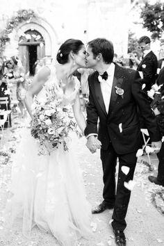 Beautiful black and white photo - Hampton Roads Wedding Guide adores!