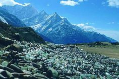 ISSUE  Wonders of the world Mt Everest being used as a Rubbish dump