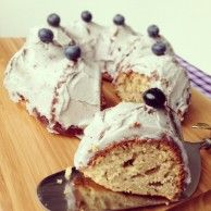 Bella's (whole wheat) Lavender Teacake (maybe use white wheat or whole wheat pastry flour) Fun Desserts, Delicious Desserts, Dessert Recipes, Yummy Food, Healthy Desserts, Fun Food, Healthy Recipes, Tea Cakes, Cupcake Cakes
