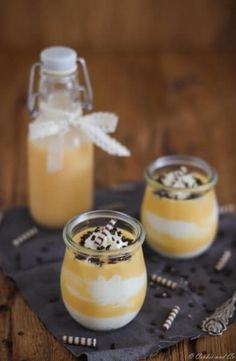 Zutaten für den Eierlikörtraum: (4 Portionen) 200g Orangen-Vanille-Eierlikör oder klassischen Eierlikör 1 Päckchen Vanillesoßenpulver ohne Kochen (24g) 400 g Schmand** 6-8 El Puderzucker 200 g Schlagsahne 3 Tl Sahnesteif oder SanApart 1/2 Tl Vanilleextrakt selbstgemacht oder gekauft* nach Wunsch geraspelte Schokolade oder Zebraröllchen (Dr. Oetker)