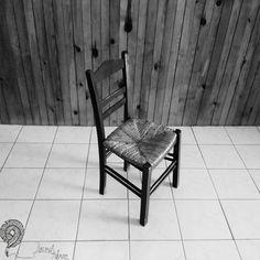 Καρέκλα…- Κείμενο: Γιώργος Χιώτης - Φωτογραφία: Δημήτρης Φαργκάνης Outdoor Chairs, Outdoor Furniture, Outdoor Decor, Home Decor, Decoration Home, Room Decor, Garden Chairs, Home Interior Design, Backyard Furniture
