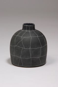 Flickering moments on the surface of Tania Rollond's pottery