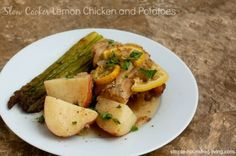 Slow cooker lemon chicken and potatoes, easy, healthy, and delicious dinner, 347 calories, 8 Weight Watchers Points Plus, one dish dinner, one pot meal