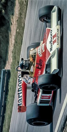 2017/10/4:Twitter: @Stuart_Dent :  James Hunt closed the championship points-gap to Niki Lauda with victory at Mosport, 41 years ago today     #F1