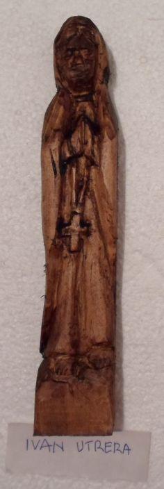virgencita tallada en madera