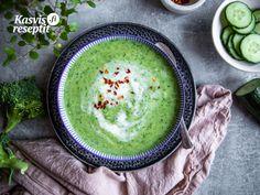 Kermainen ja täyttävä vihanneskeitto on täydellinen lounaaksi. #kasvisruokaa #villinävegeen Hummus, Ethnic Recipes, Food, Essen, Meals, Yemek, Eten
