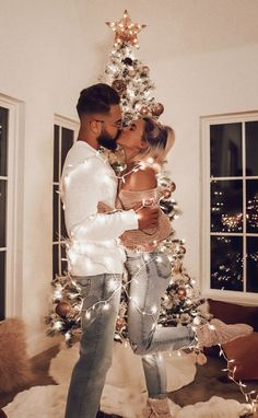 - Fashionaddict - Couple goals 😻 Tag someone who would love this ☝️ Via By 💕. Family Christmas Pictures, Christmas Couple, Cozy Christmas, New Year Photoshoot, Home Photo Shoots, Boyfriend Pictures, Holiday Fashion, Holiday Style, Couple Goals