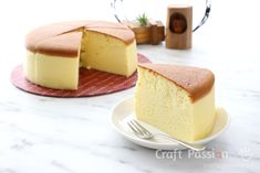 Perfect gluten-free, keto & low carb Japanese Cheesecake, still as fluffy, jiggly & tasty, with a bit enhanced cheese flavor. Recipe with photos and videos Cheesecake Brownies, Jiggly Cheesecake, Fluffy Cheesecake, Healthy Cheesecake, Japanese Cotton Cheesecake, Japanese Cheesecake Recipes, Chips Ahoy, Cream Cheeses, Key Lime