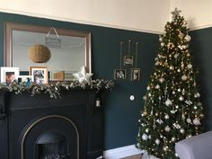 Farrow & Ball: Inchyra Blue, love the gold contrasting with the jewel tone wall Dark Green Living Room, Green Dining Room, Dark Living Rooms, Living Room With Fireplace, Living Room Paint, Living Area, Dark Blue Feature Wall, Dark Blue Walls, Teal Walls