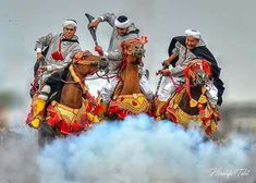 Fantasia is a traditional exhibition of horsemanship in the Maghreb performed during cultural festivals and for Maghrebi wedding celebrations. Moroccan Art, Moroccan Style, Arab World, Festivals Around The World, Horse Art, Beautiful Horses, Celebrity Weddings, Cover Art, Art Reference