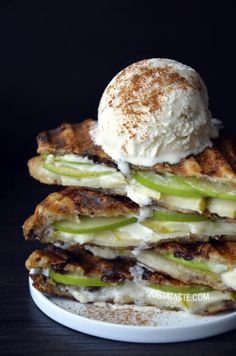 Apple Pie Panini by Just a Taste. French toast meets apple pie in this quick and easy recipe for Apple Pie Panini topped with vanilla ice cream. Just Desserts, Delicious Desserts, Dessert Recipes, Yummy Food, Pie Dessert, Fruit Dessert, Apple Recipes, Fall Recipes, Panini Recipes