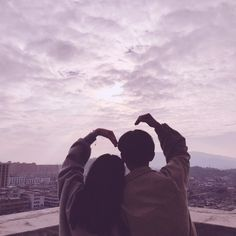 Eastern and Western attitudes about life explained in 18 simple infographics Cute Relationship Goals, Cute Relationships, Couple Aesthetic, Aesthetic Pictures, Couple Goals Cuddling, Korean Couple, Ulzzang Couple, Cute Couple Pictures, Couple Photos