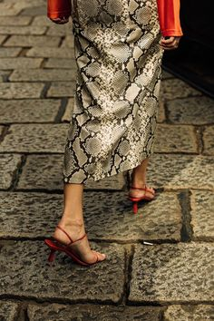 The best street style from Milan Fashion Week spring/summer 2019 - Vogue Australia Milan Fashion Week Street Style, Street Style 2018, Milano Fashion Week, Street Style Trends, Cool Street Fashion, Street Style Shoes, Style Invierno, Outfit Invierno, Fall Inspiration