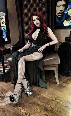 Female of Metal & Goth: Archive Goth Beauty, Dark Beauty, Dark Fashion, Gothic Fashion, Women's Fashion, Goth Look, Gothic Models, Goth Women, Sexy Women