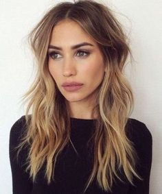 shoulder lengt hairstyle + messy + brunette / #hairstyles #beauty