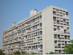 Unite d' habitation. rectangular prism defined by ground. Form Architecture, Interior Architecture, Le Corbusier Marseille, Nadir Afonso, Loft Interior Design, Loft Interiors, World Photo, Minimalist Interior, Multi Story Building