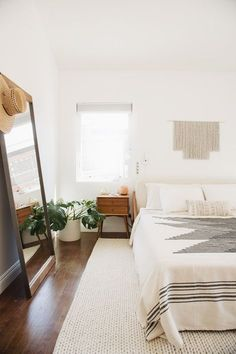 Small-Space Living in New Orleans\' Garden District | Minimal bedroom ...