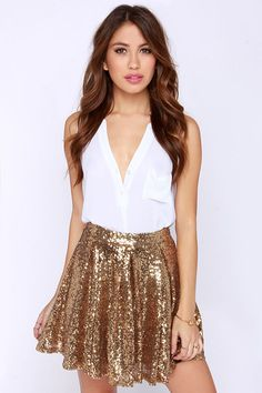 Raise your glass for stupendous skirts like the Cheers to You! This wonderfully full skater skirt is covered in tons of glittering gold sequins. Gold Sequin Skirt, Gold Sequins, Sparkly Skirt, Casual Skirts, Women's Skirts, Women's Casual, Looks Jeans, Pop Culture Halloween Costume, Winter Fashion Outfits